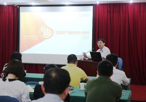 上海市新闻出版局副局长祝君波主持座谈