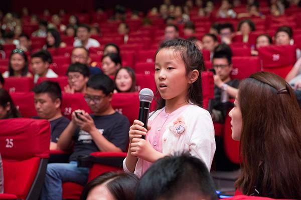 现场的青少年影迷非常关心并向陆川询问片中雪豹的最后处境