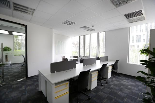 游创中心为创业团队提供舒适便利的办公环境